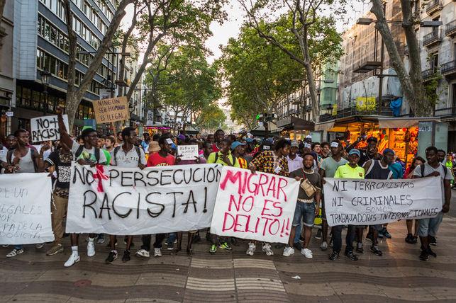 Manifestacion-persecucion-Barcelona-ENRIC-CATALA_EDIIMA20150812_0003_5