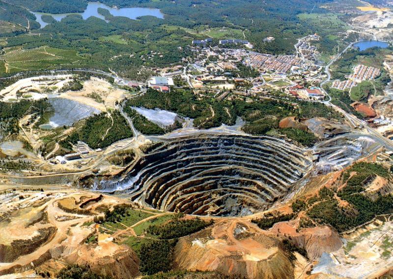 Montañas De Usar Y Tirar: La Fiebre De La Minería A