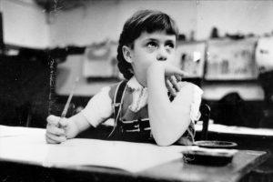 Stanley_Kubrick_-_girl_in_classroom_cph.3d02345