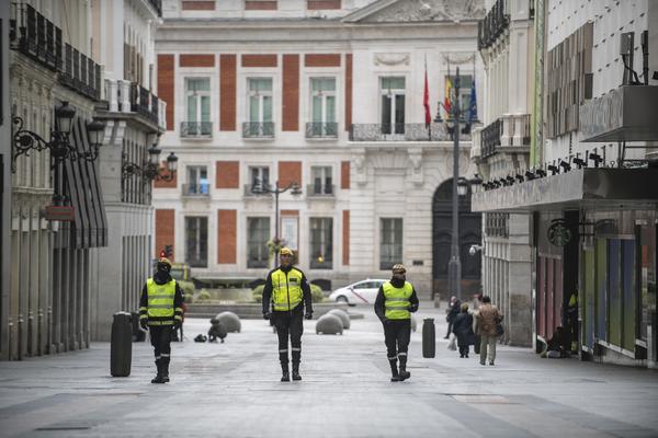 La UME paseando por Madrid. Foto de Álvaro Minguito (El Salto)